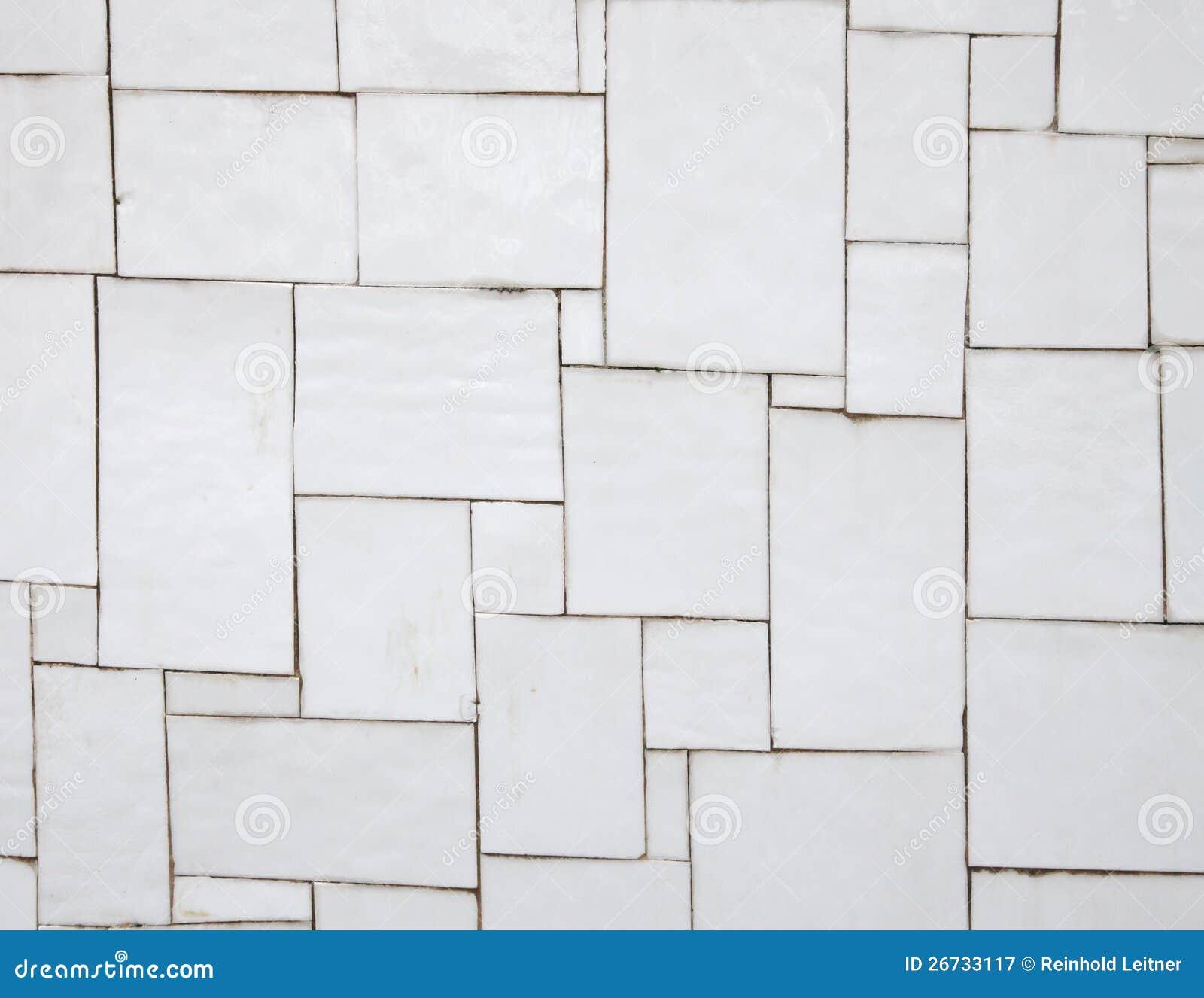 Onregelmatige witte tegels op een muur stock afbeelding afbeelding 26733117 - Deco witte tegel ...