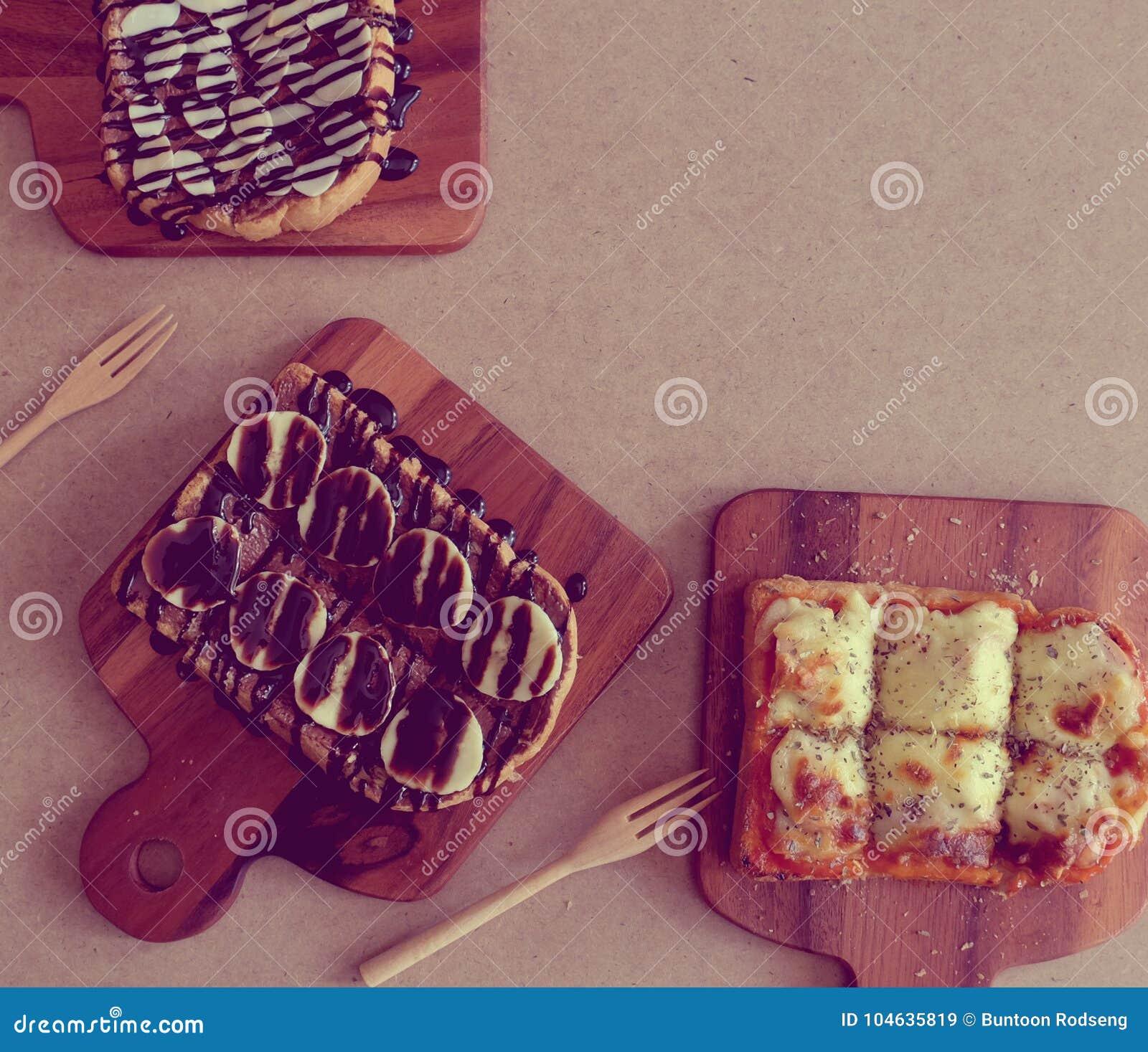 Download Ontbijttoost, Pizza, Bananenchocolade, Chocoladepinda Stock Afbeelding - Afbeelding bestaande uit brood, fruit: 104635819