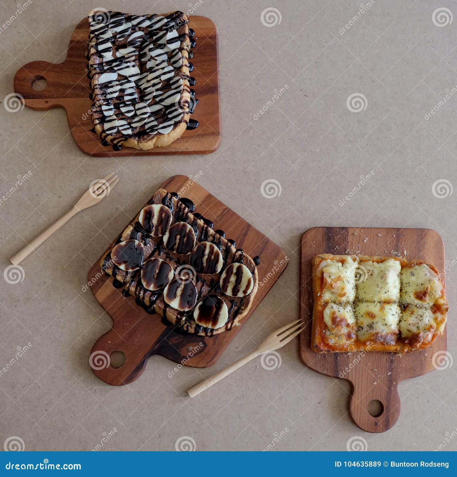 Download Ontbijttoost, Pizza, Bananenchocolade, Chocoladepinda Stock Afbeelding - Afbeelding bestaande uit assortiment, brood: 104635889
