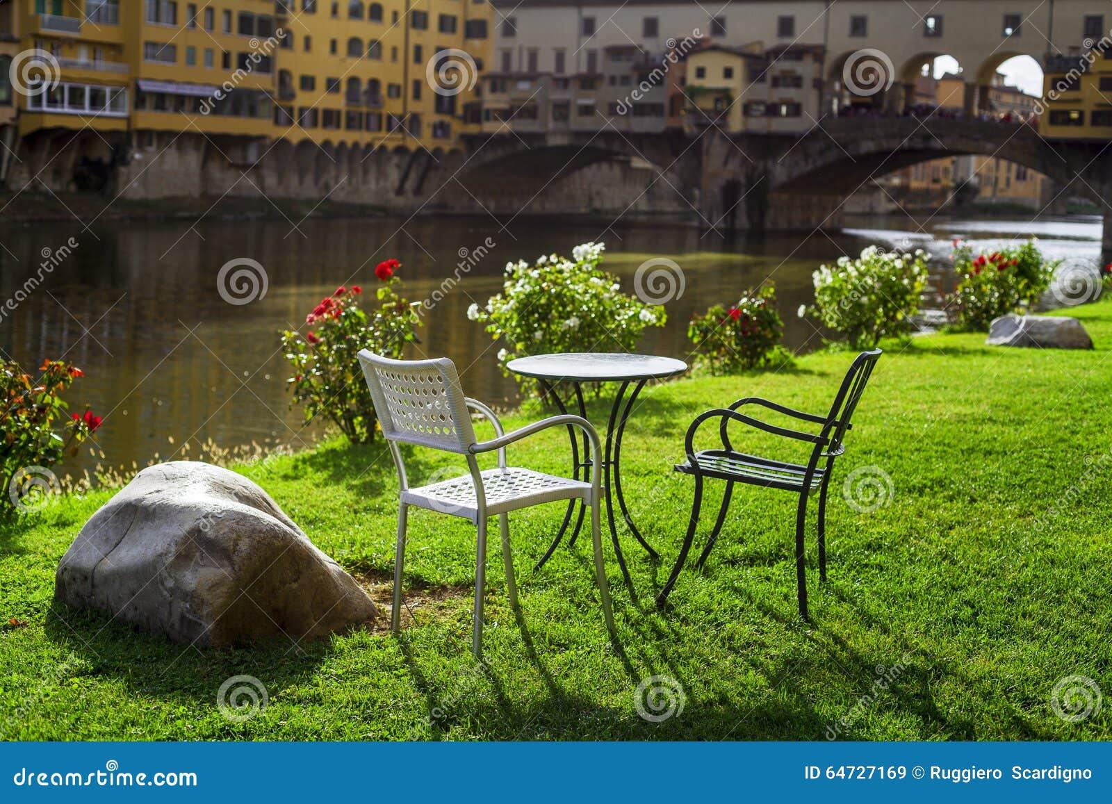 Ontspan het overzien van pontevecchio Florence