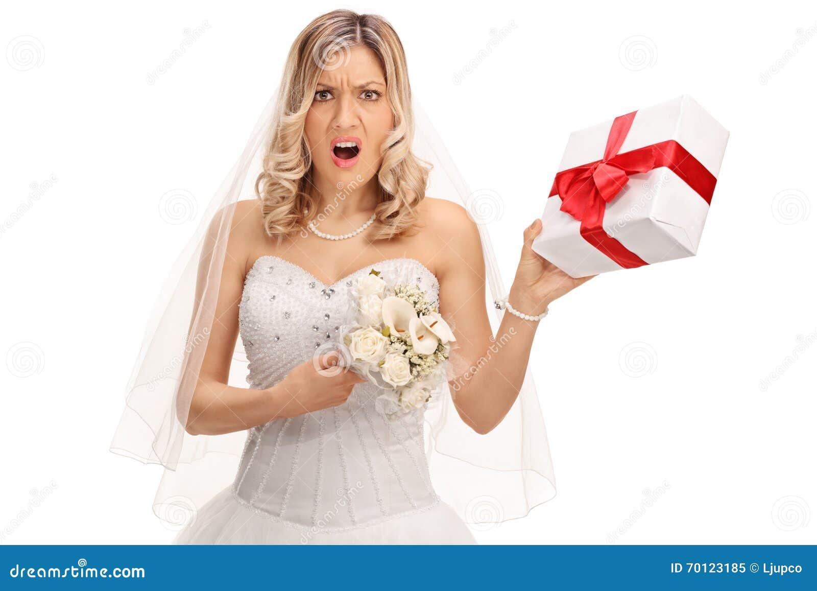 Ontstemde bruid die een huwelijk huidig houden