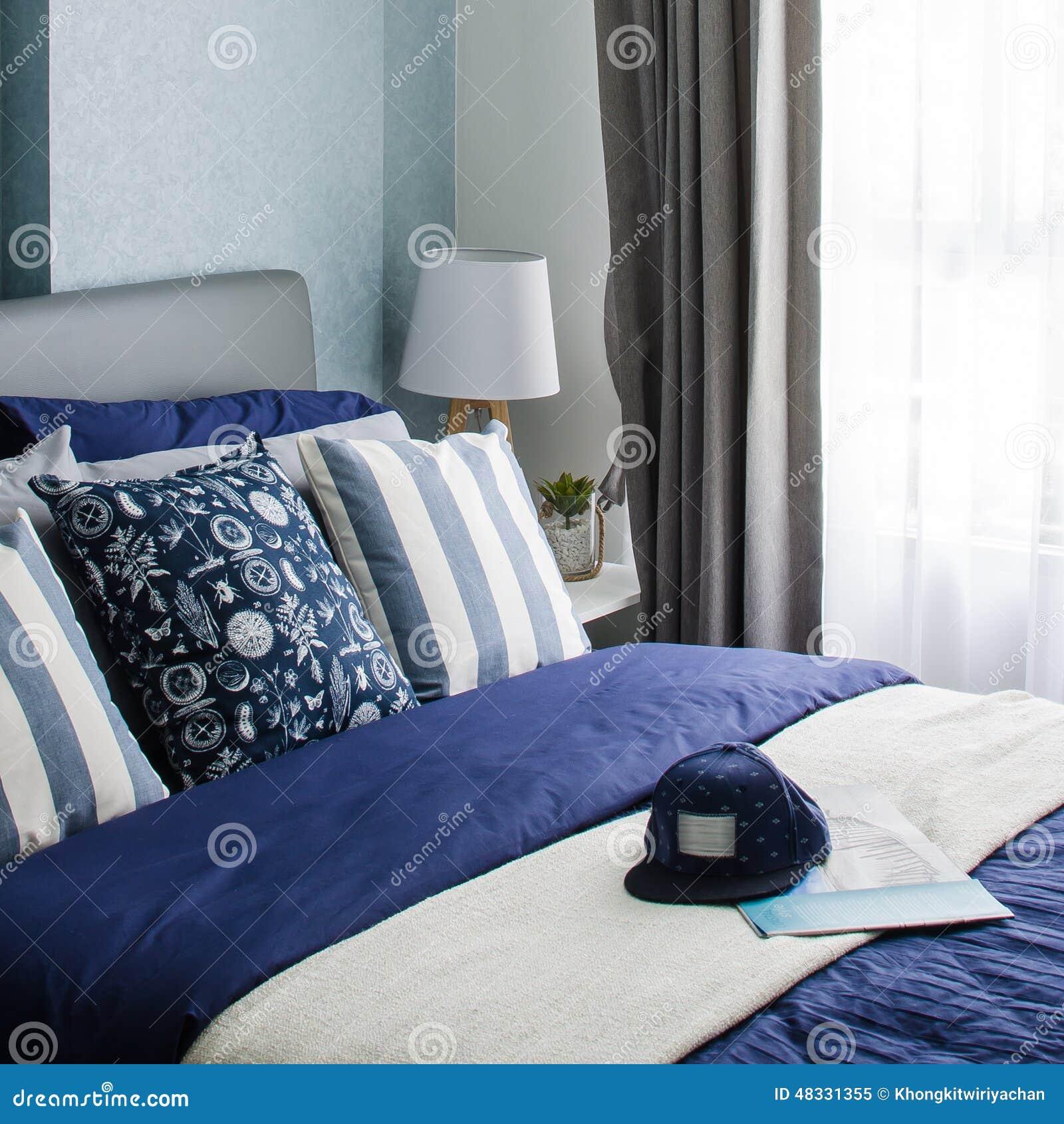 Ontwerp van de mordern het blauwe slaapkamer stock foto ...