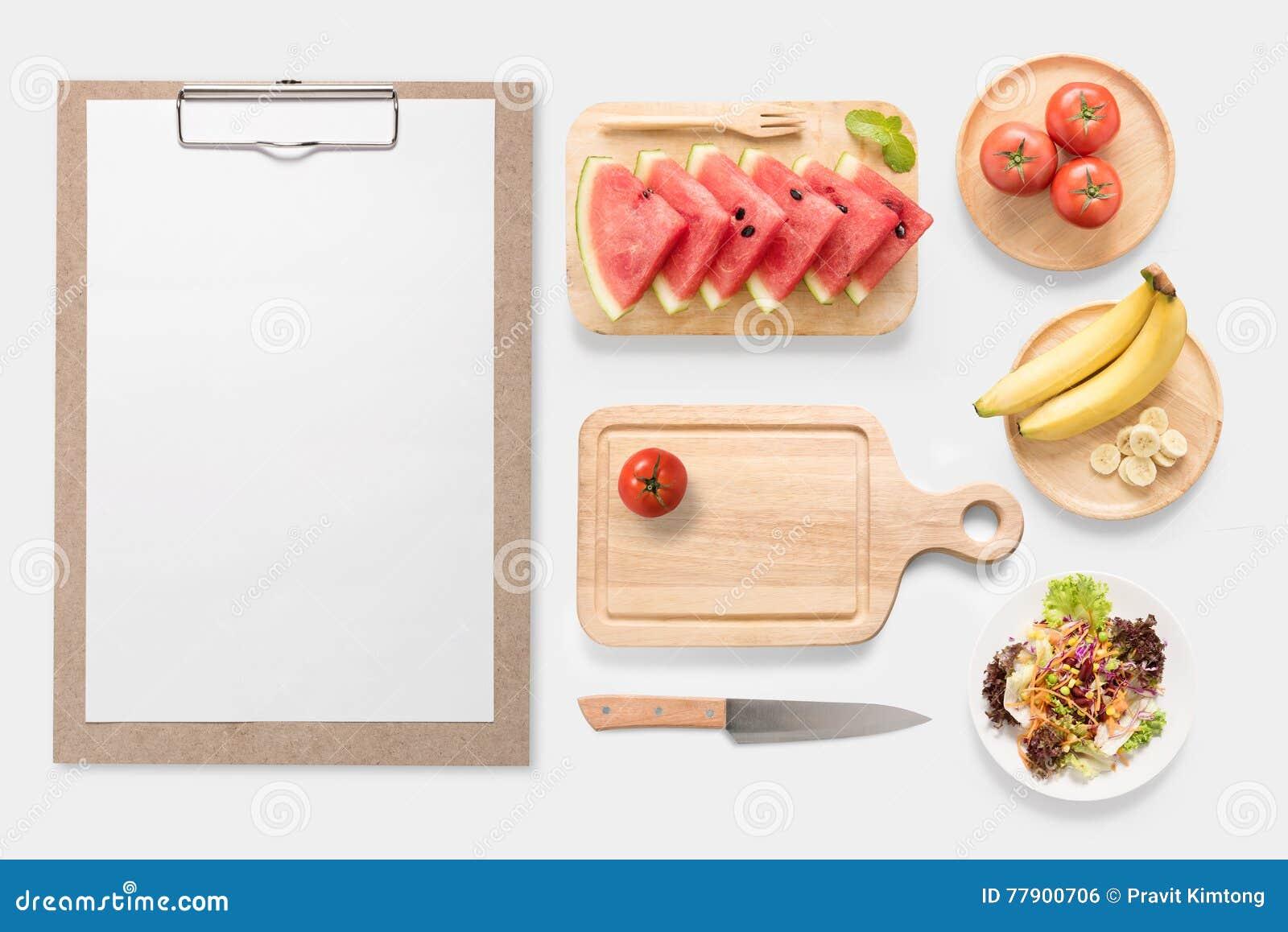 Ontwerpconcept model verse groente, vruchten en klembord