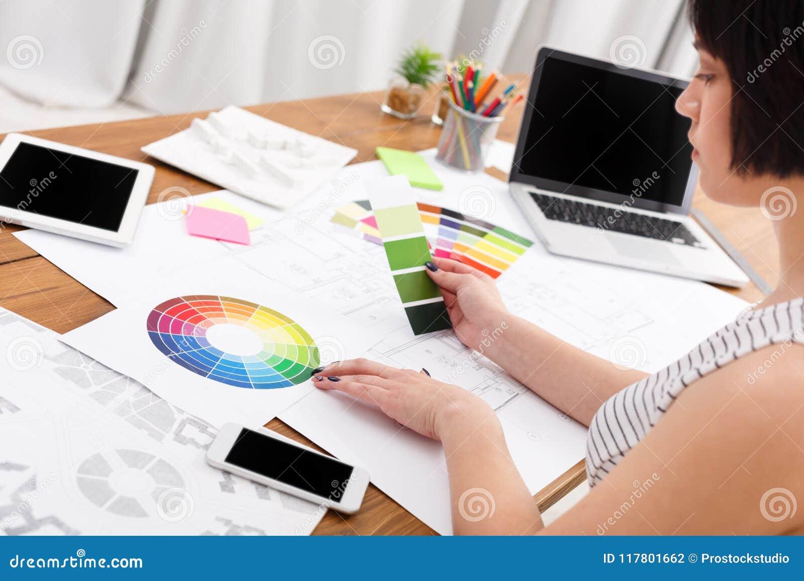 Ontwerper` s werkende lijst met kleurenpalet