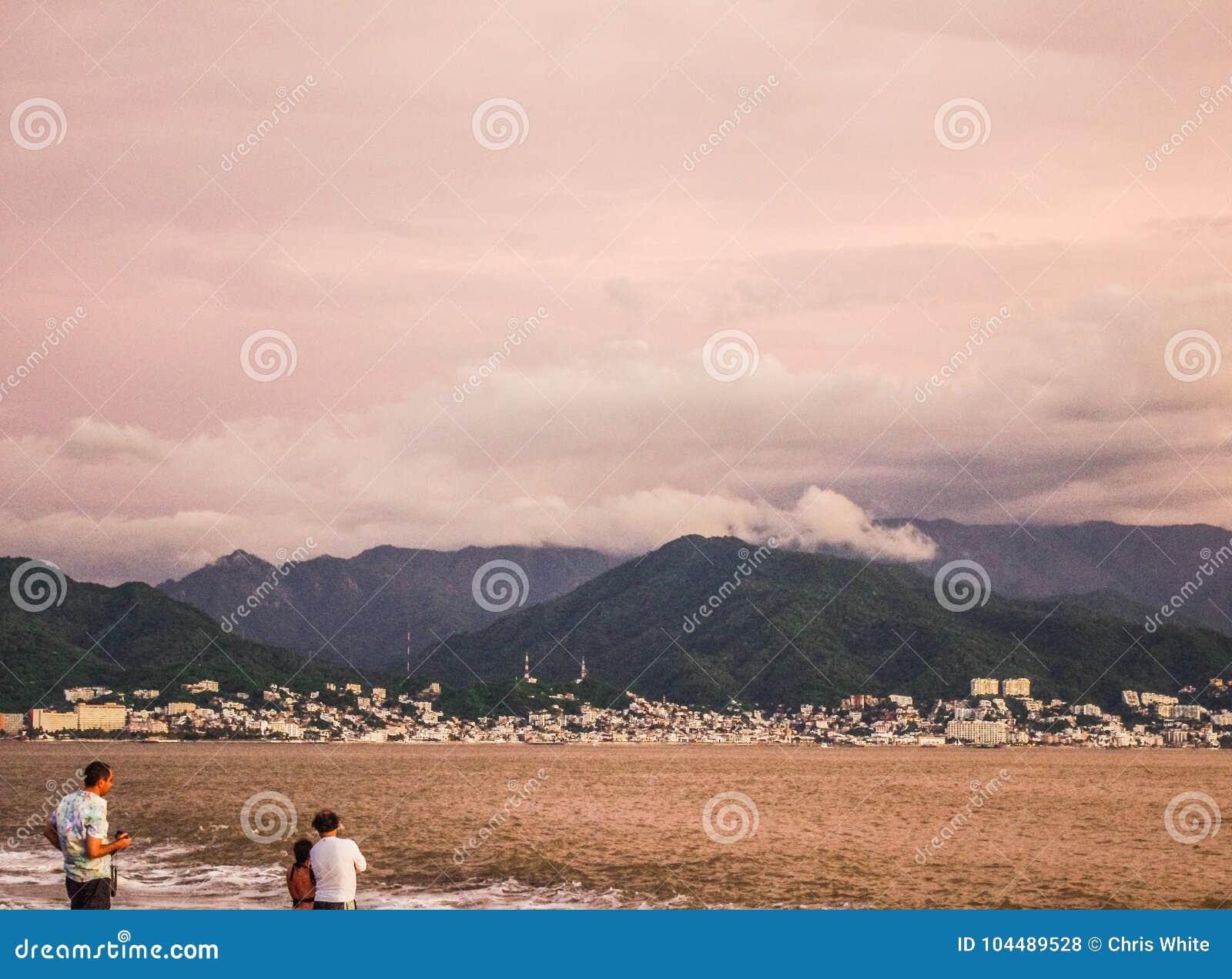 Onweer het brouwen over Puerto Vallarta