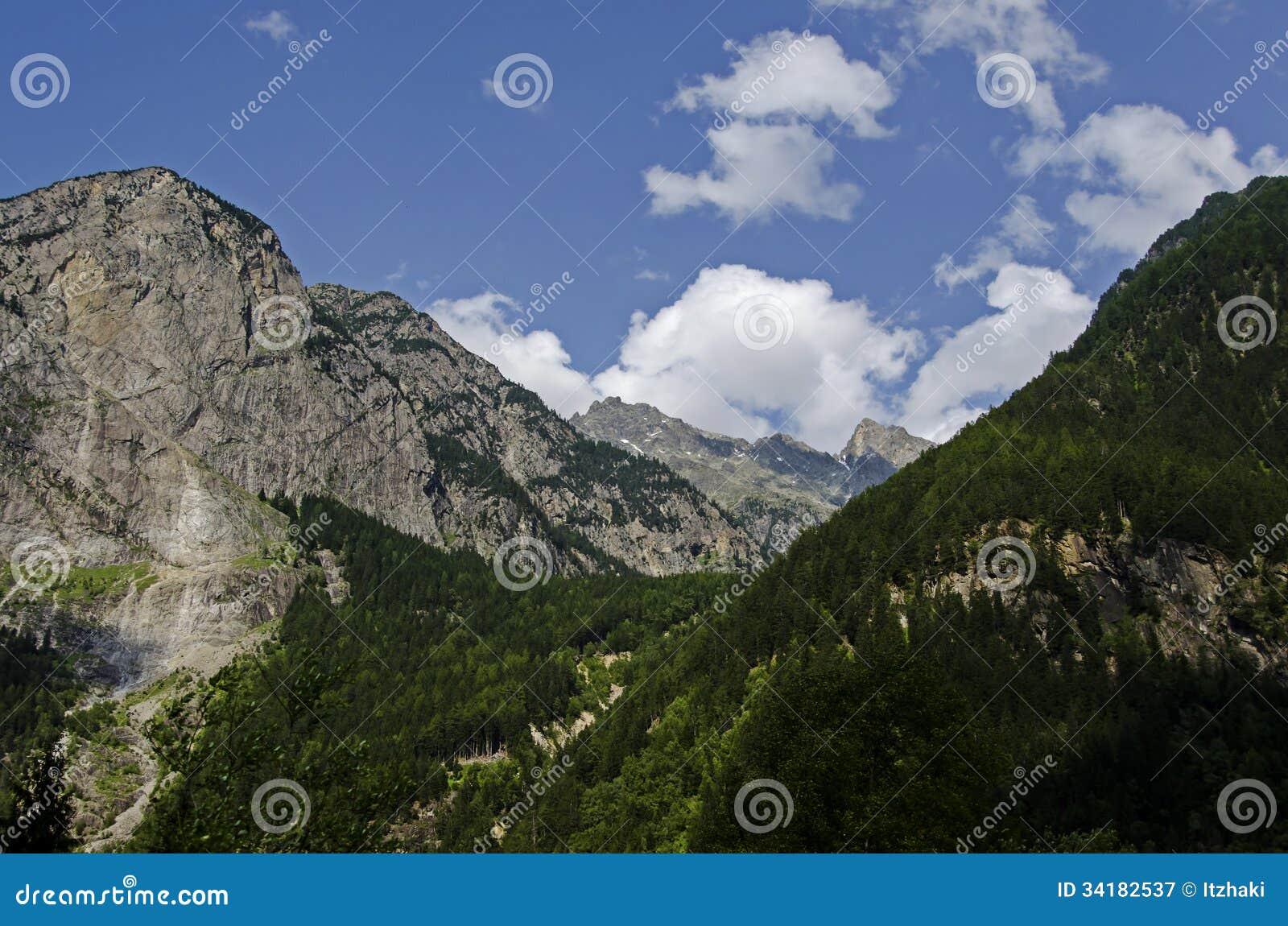 Oostenrijks landschap van de bergen van alpen met twee pieken stock afbeelding afbeelding - Decoratie stijl van de bergen ...