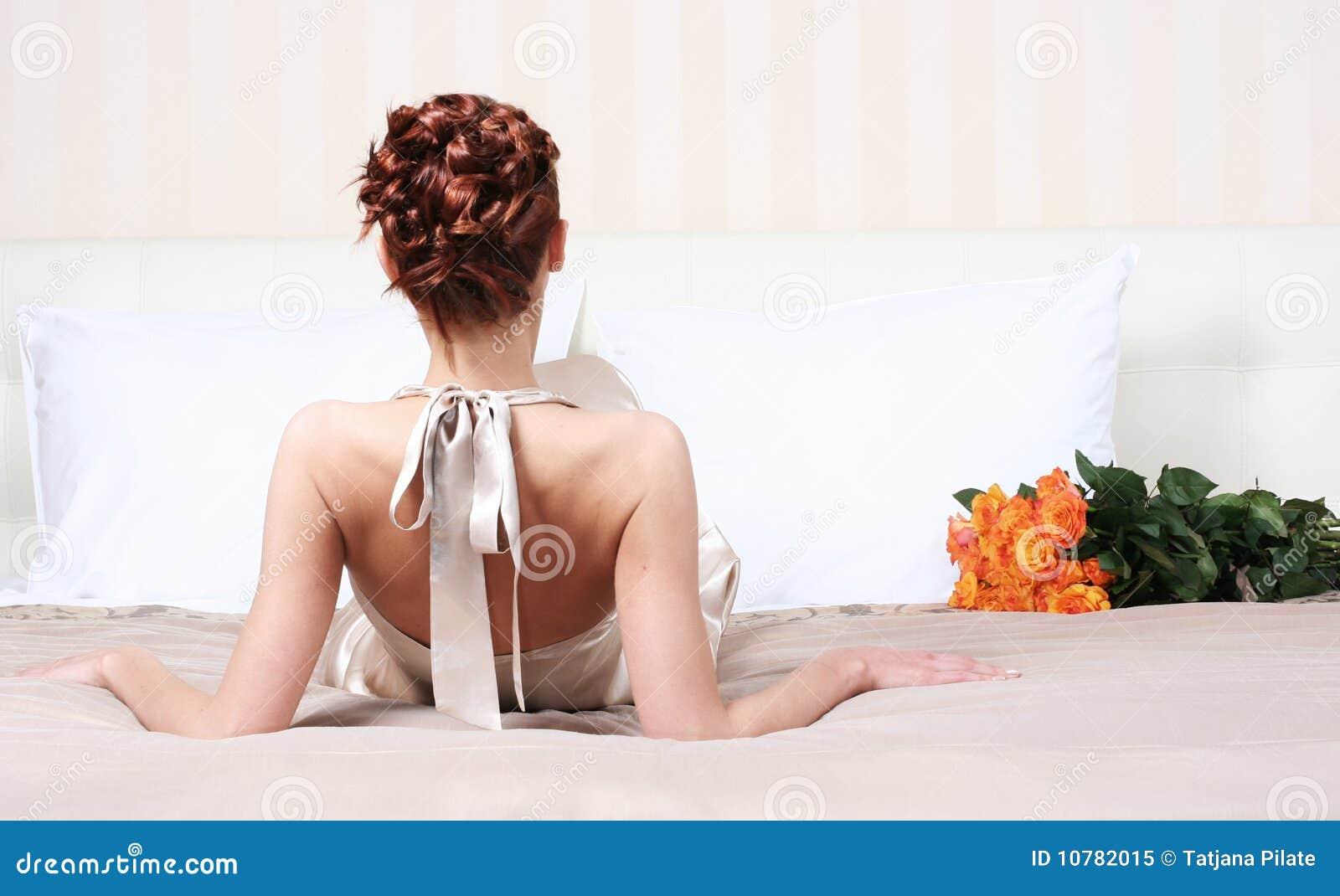 Op bed met bloemen