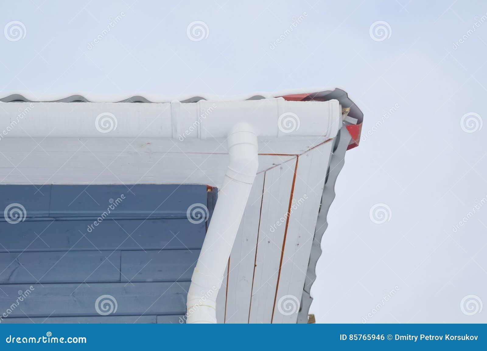 Op de hoek van de huispijp livnestok stock foto afbeelding 85765946 - Sofa van de hoek uitstekende ...