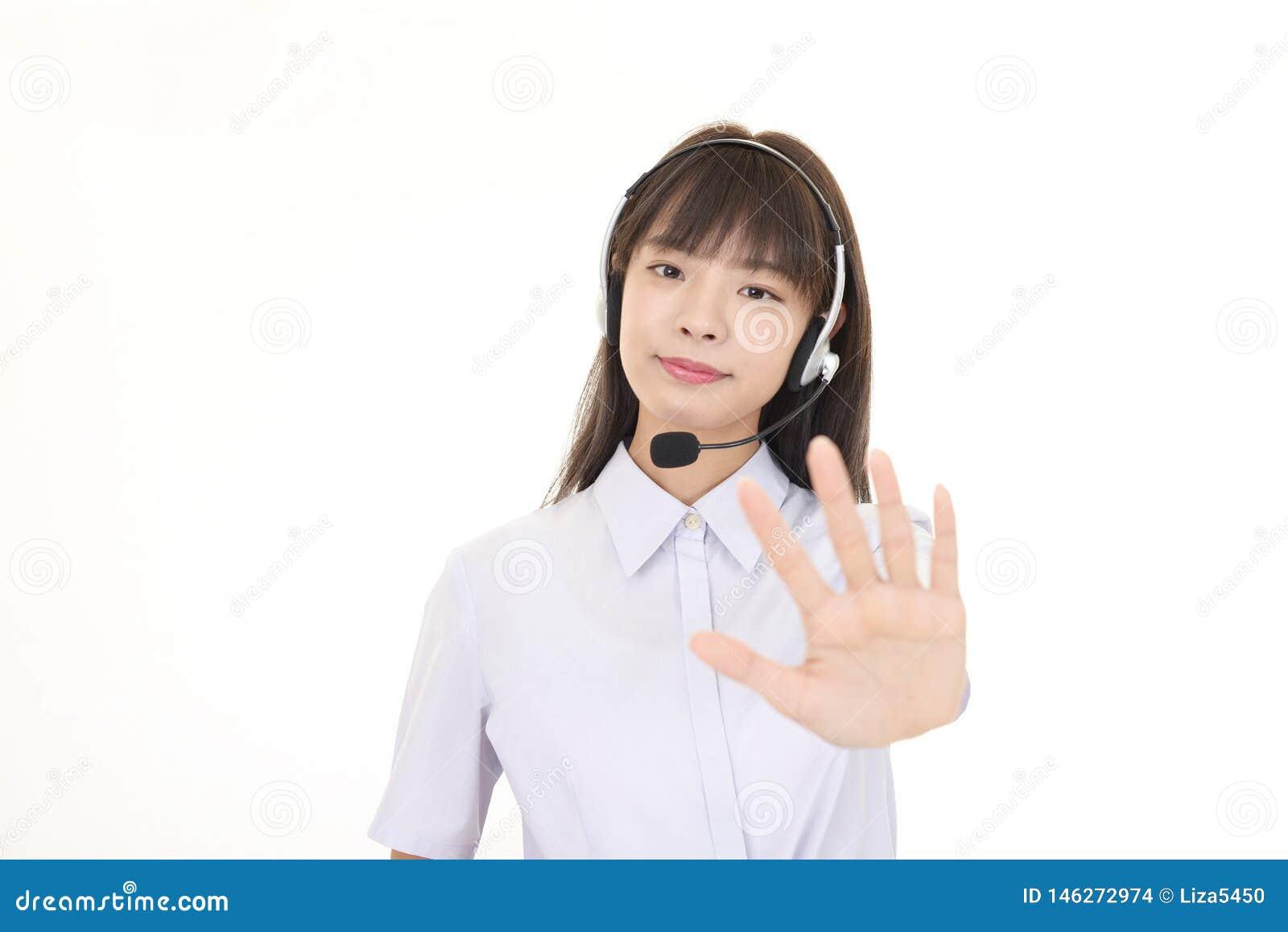 Op?rateur de centre d appels faisant le signe d arr?t