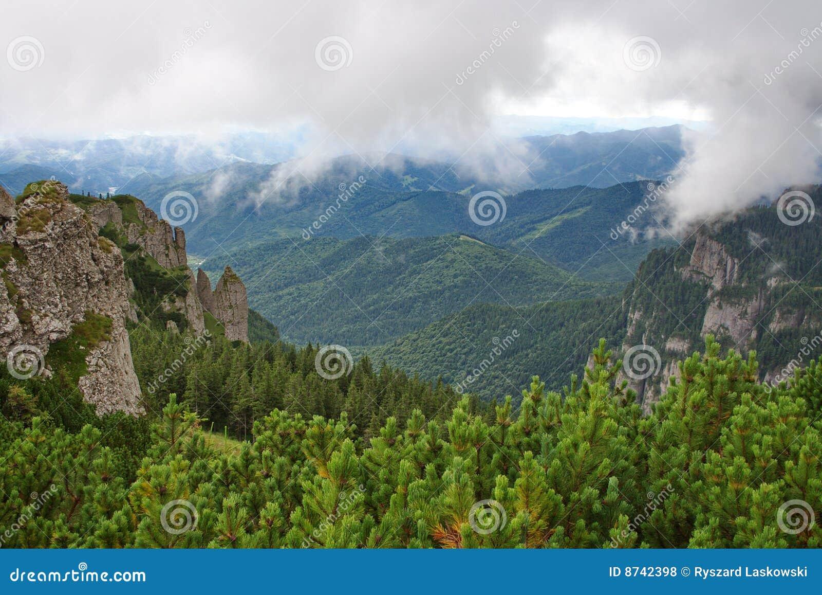 Opacifie des montagnes plus de