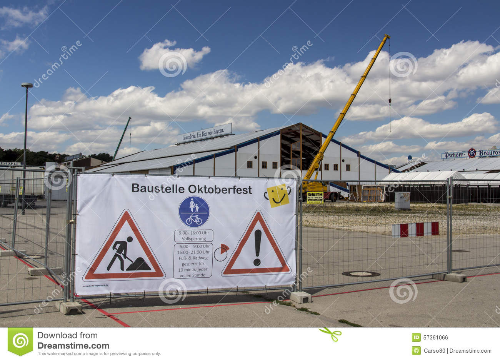Opbouw van de Oktoberfest-tenten in Theresienwiese in München, 20