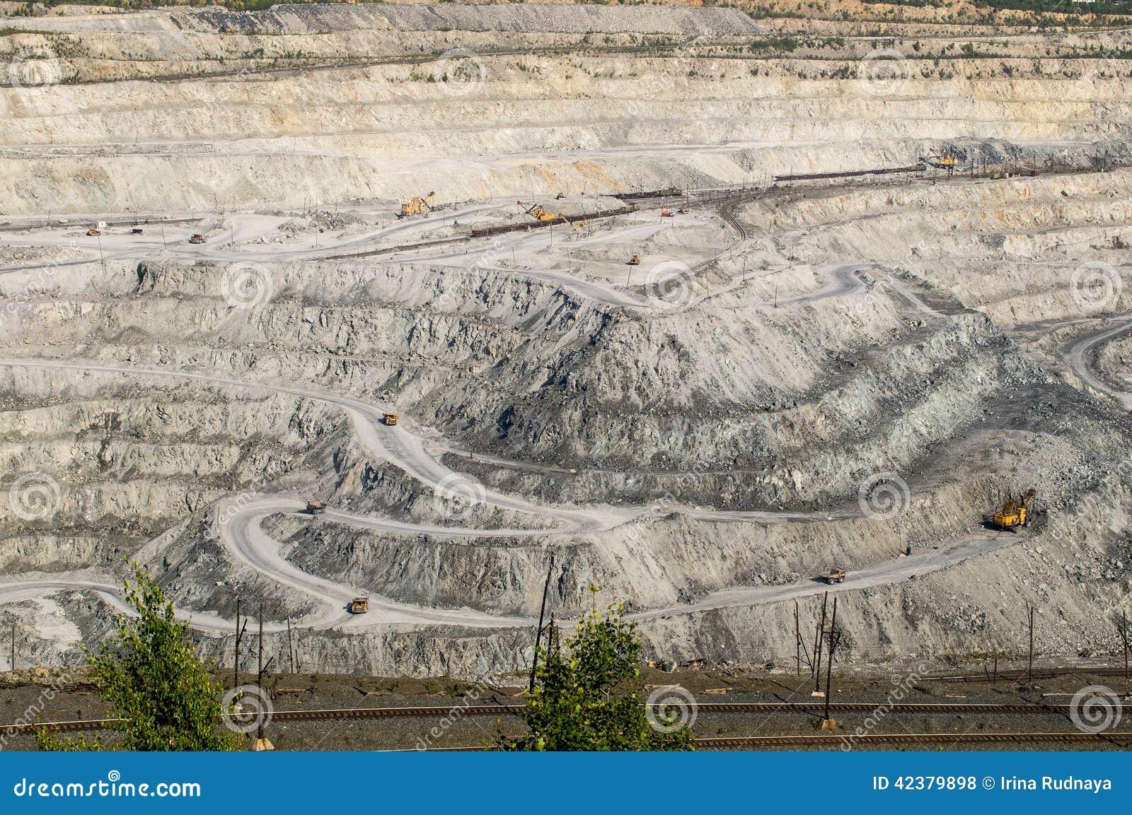 Asbestos Mining In Us : Open cast mine on mining operations in asbestos russia