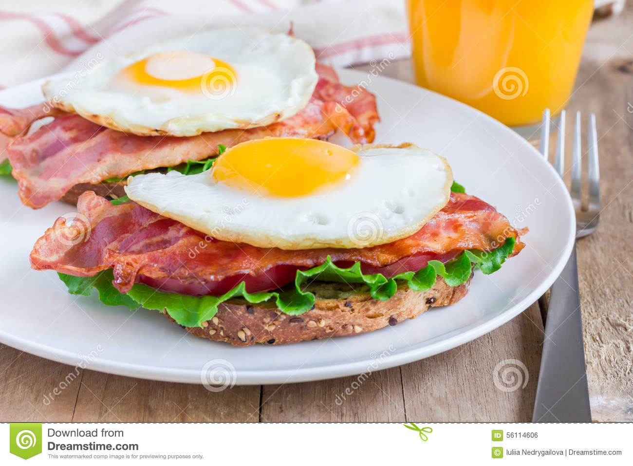 Open Face Sandwich With Egg, Bacon, Tomato And Lettuce ...