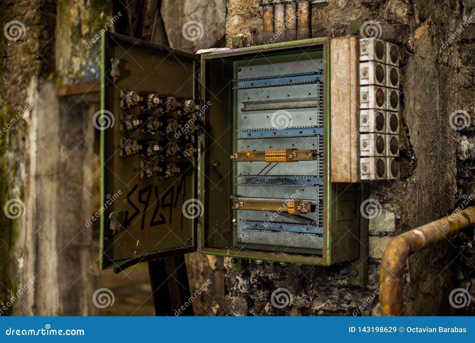 Fuse Box Lock - Catalogue of Schemas Open Fuse Box F on