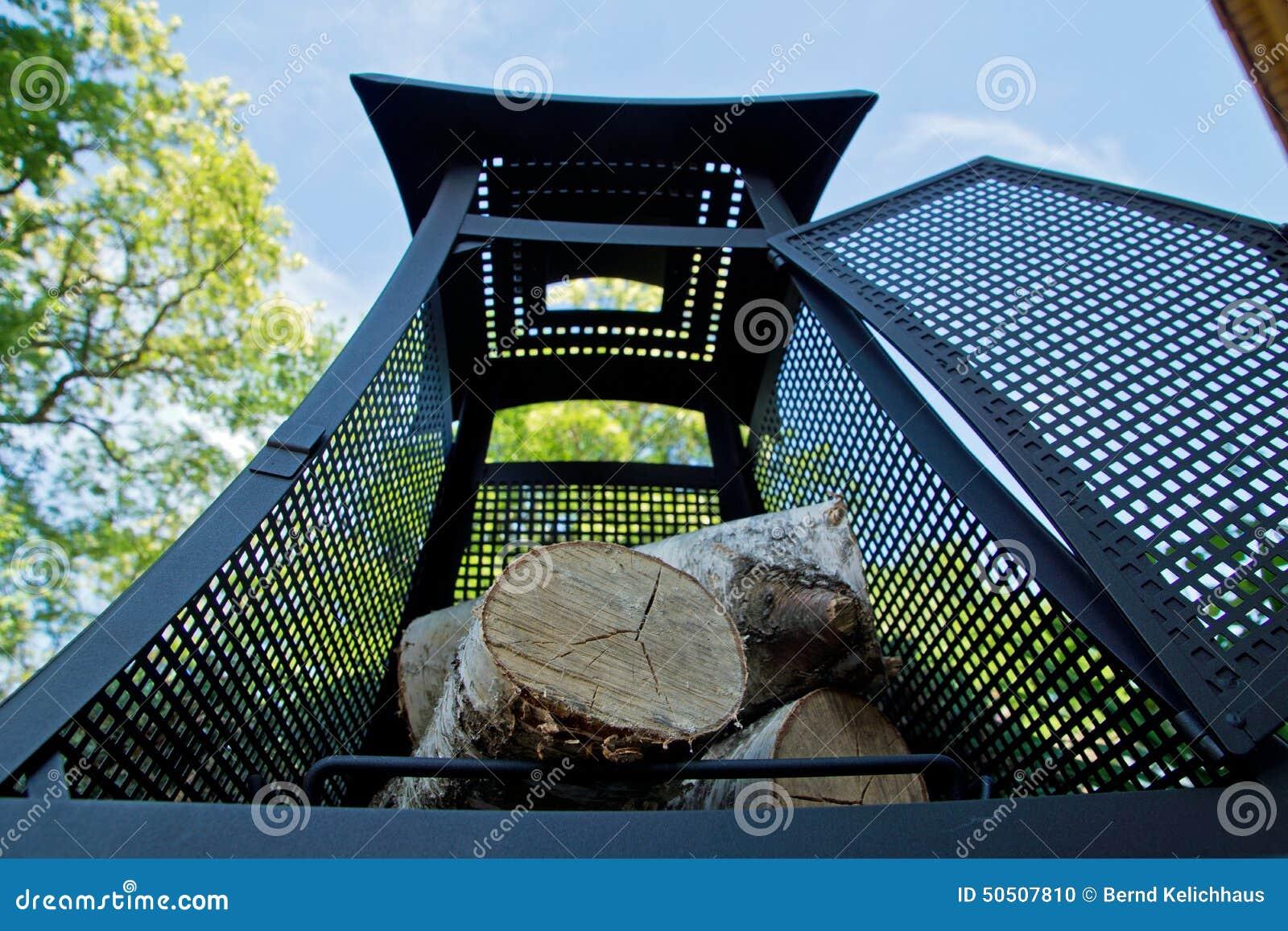 Open Haard Tuin : Open haard in de tuin stock foto afbeelding bestaande uit berk