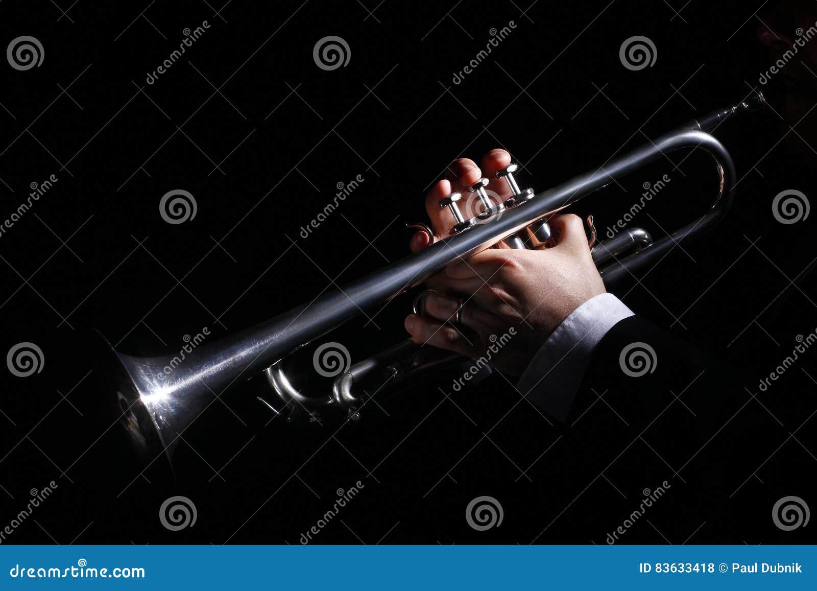Open haard, trompet, muziek