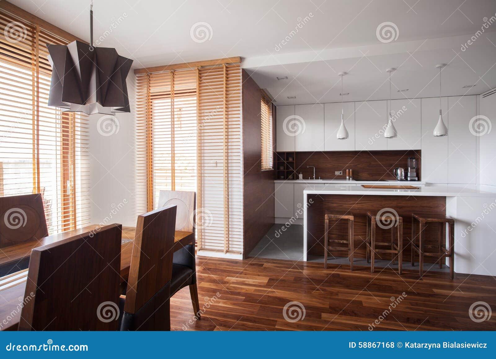 Open keuken in eigentijds ontwerphuis stock foto afbeelding