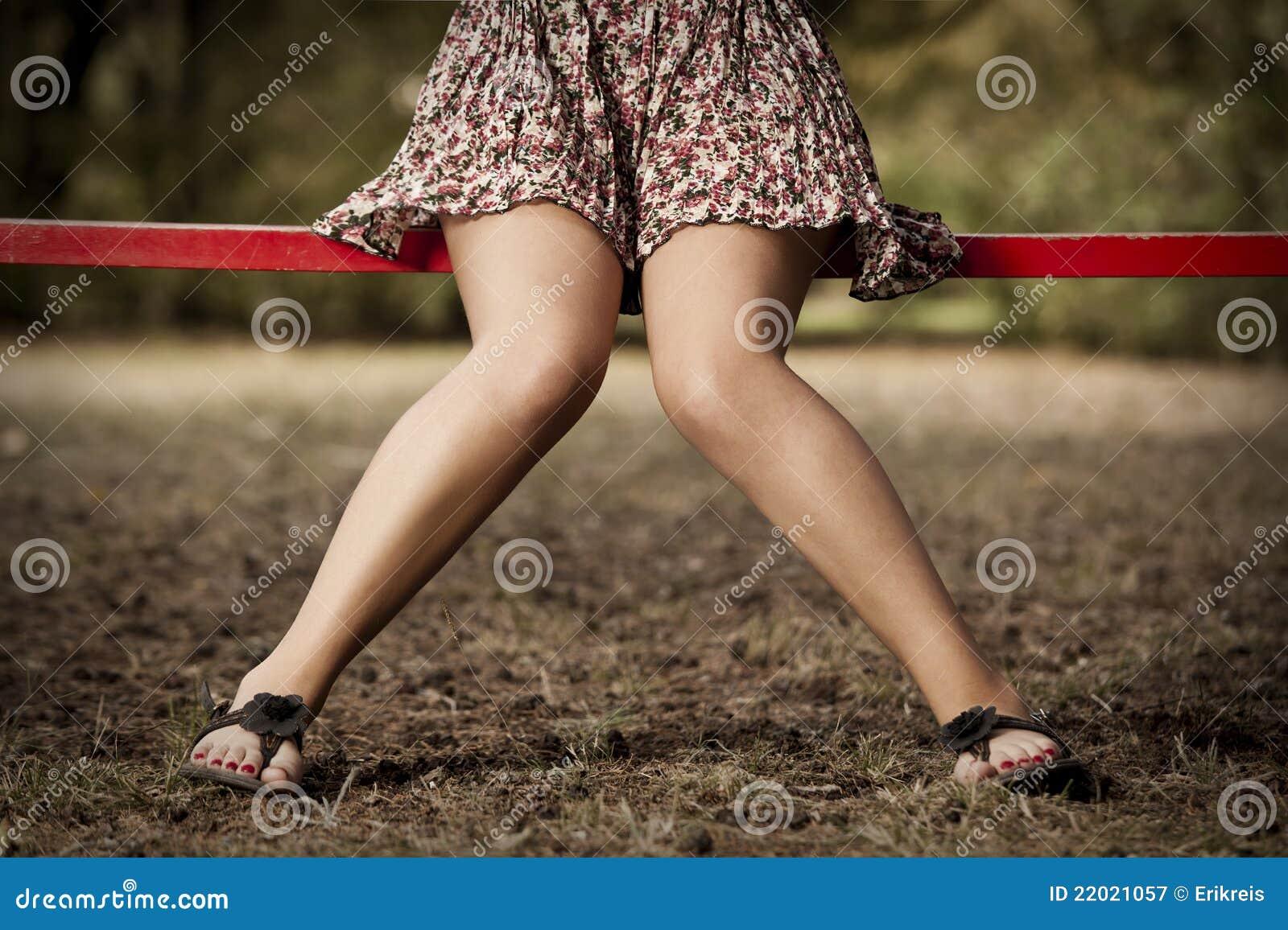 Фото девочки раздвинули ножки 8 фотография