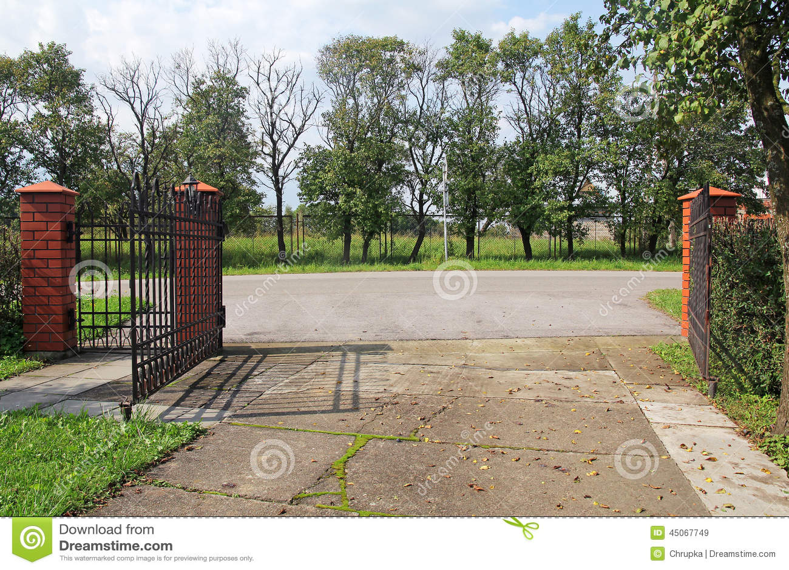 Open metaal moderne poort stock foto afbeelding 45067749 - Moderne tuin ingang ...