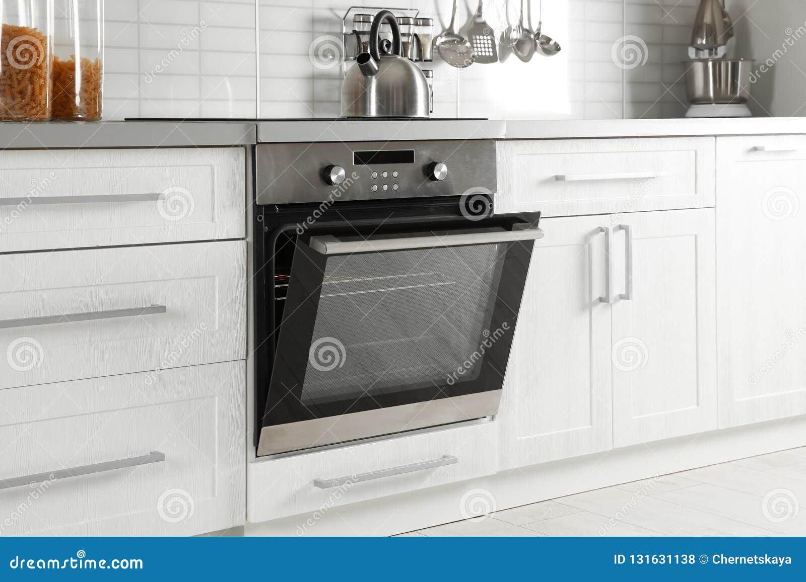 Open moderne gebouwde oven