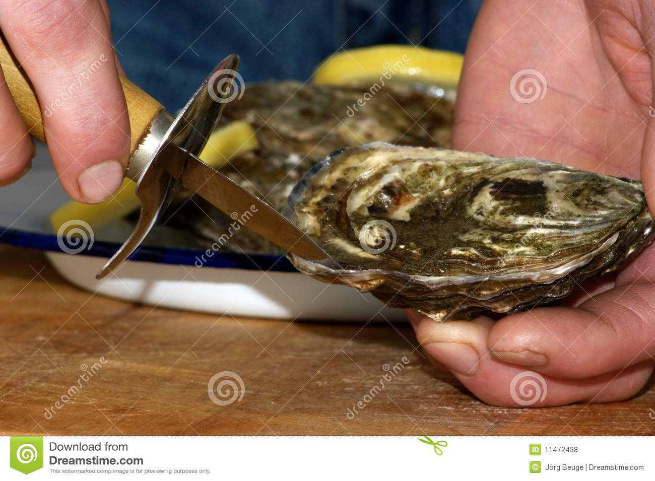 how to serve raw oysters