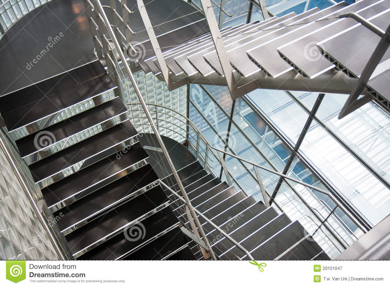 Perspective Escalier : Open stairwell in a modern office building stock image