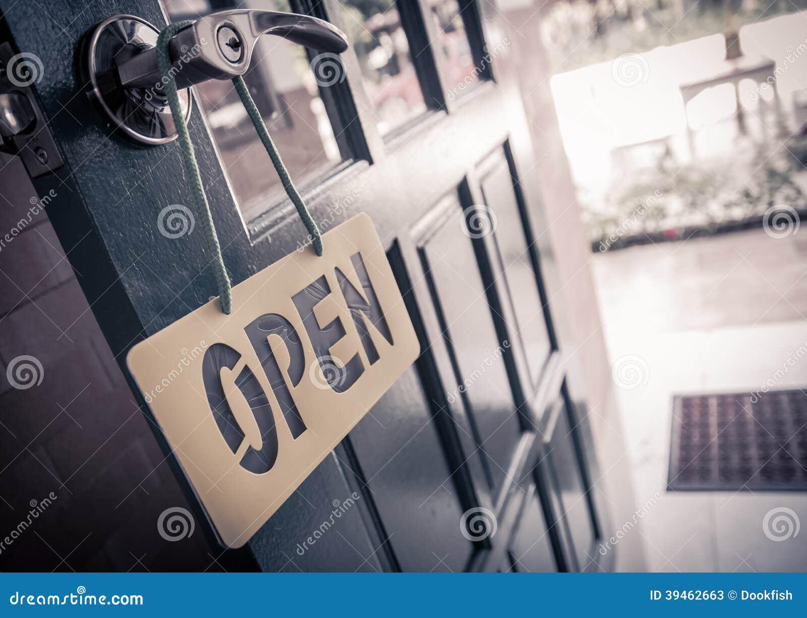 Open teken in straatkoffie