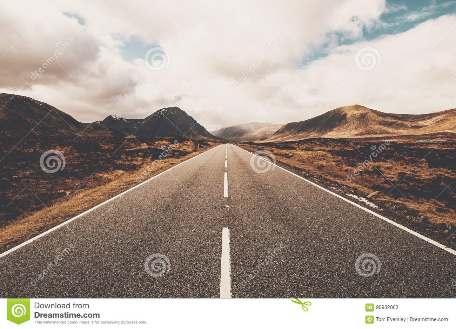 Open weg in Glencoe, Schotland Schotse Hooglanden