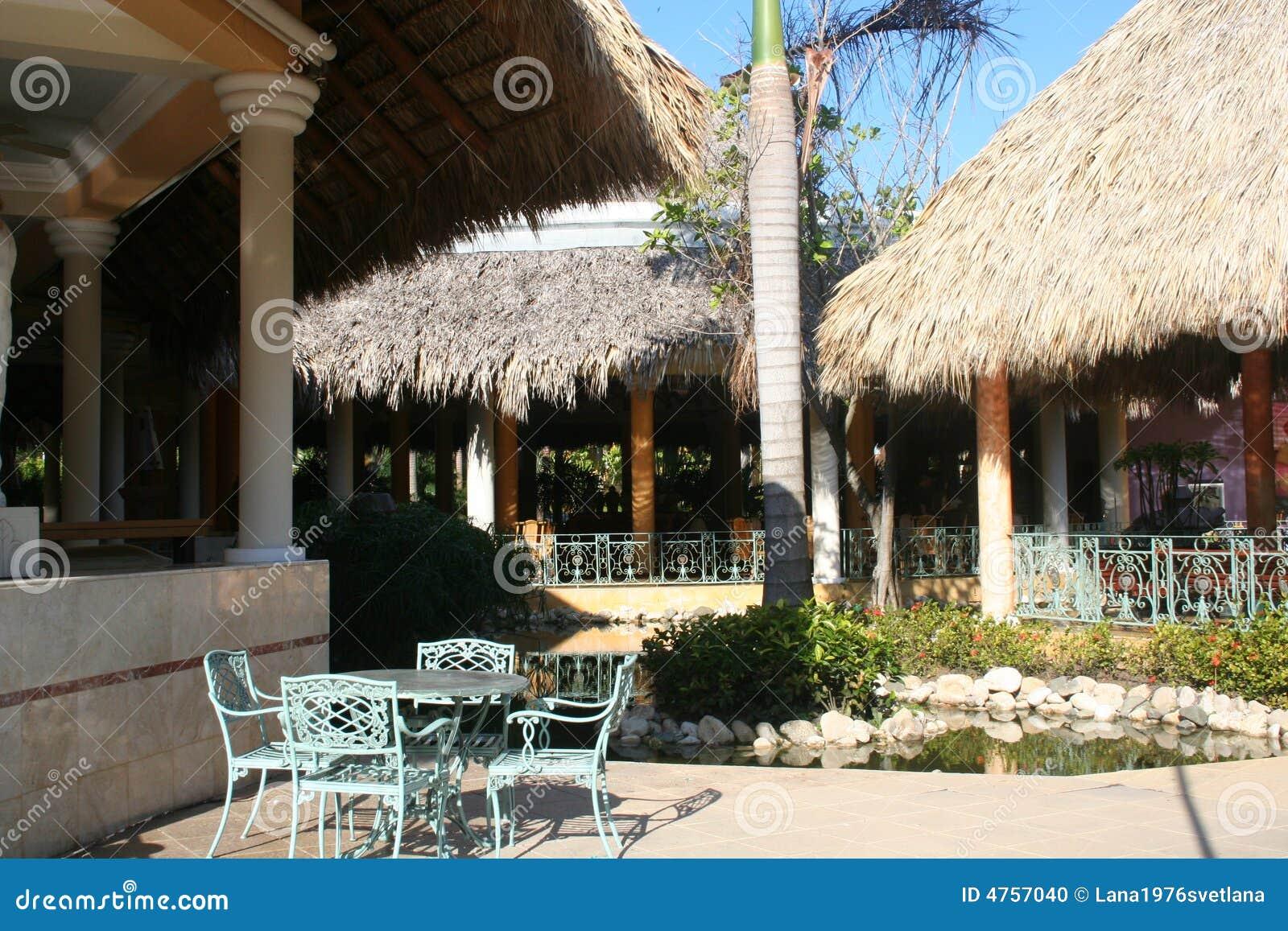 Openlucht tropisch terras stock foto beeld 4757040 - Foto sluit een overdekt terras ...