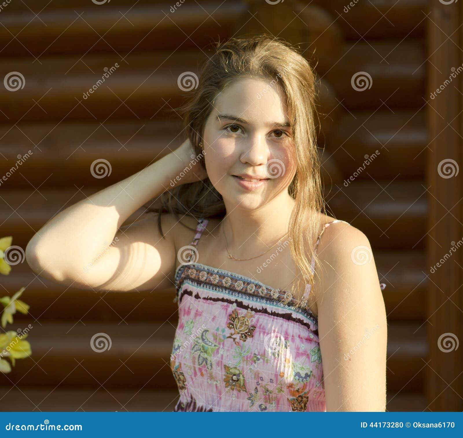 Openluchtportret van het meisje van 14 jaar oud stock foto afbeelding 44173280 - Slaapkamer fotos van het meisje ...