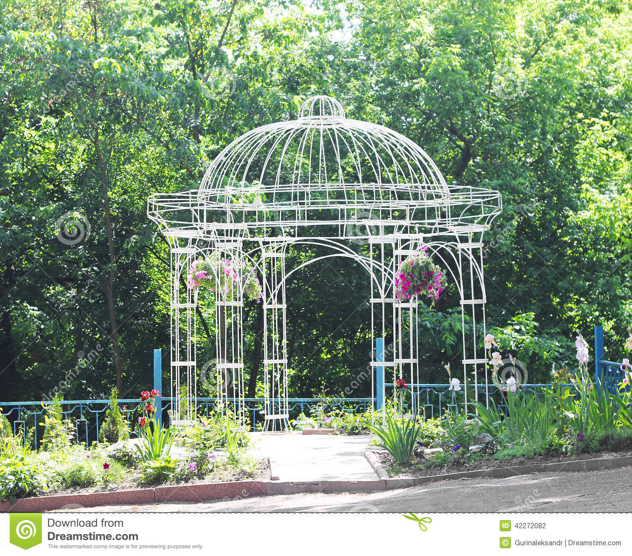 Attirant Openwork Metal Arbor In The Garden