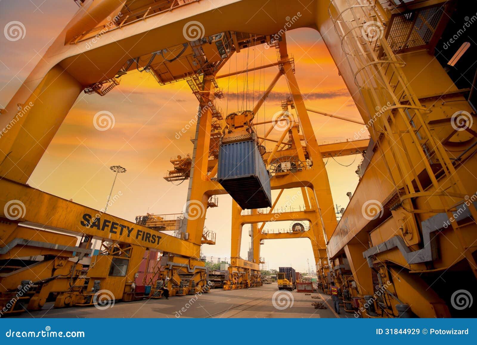 Operação do recipiente no porto