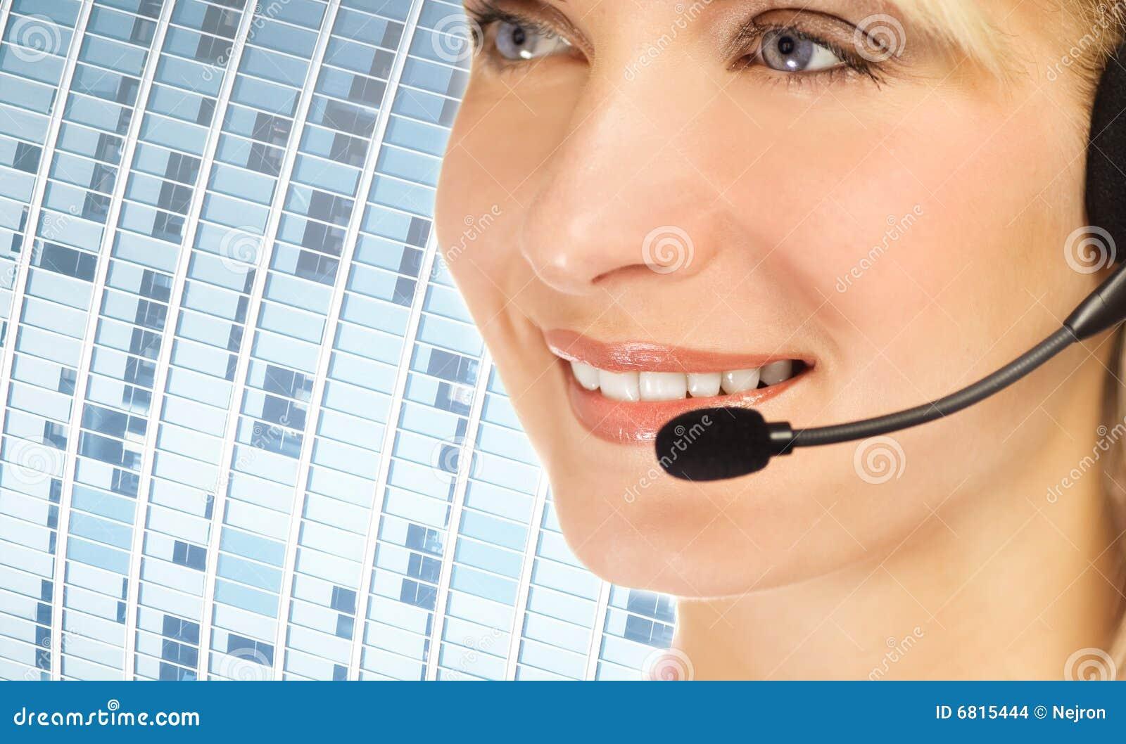 Operador amigável da linha de apoio a o cliente