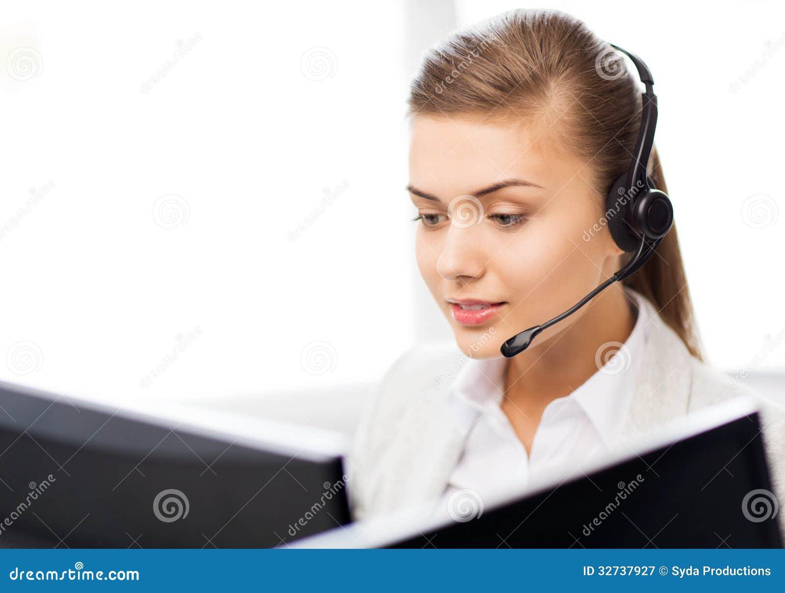 Operador de sexo femenino amistoso del servicio de ayuda