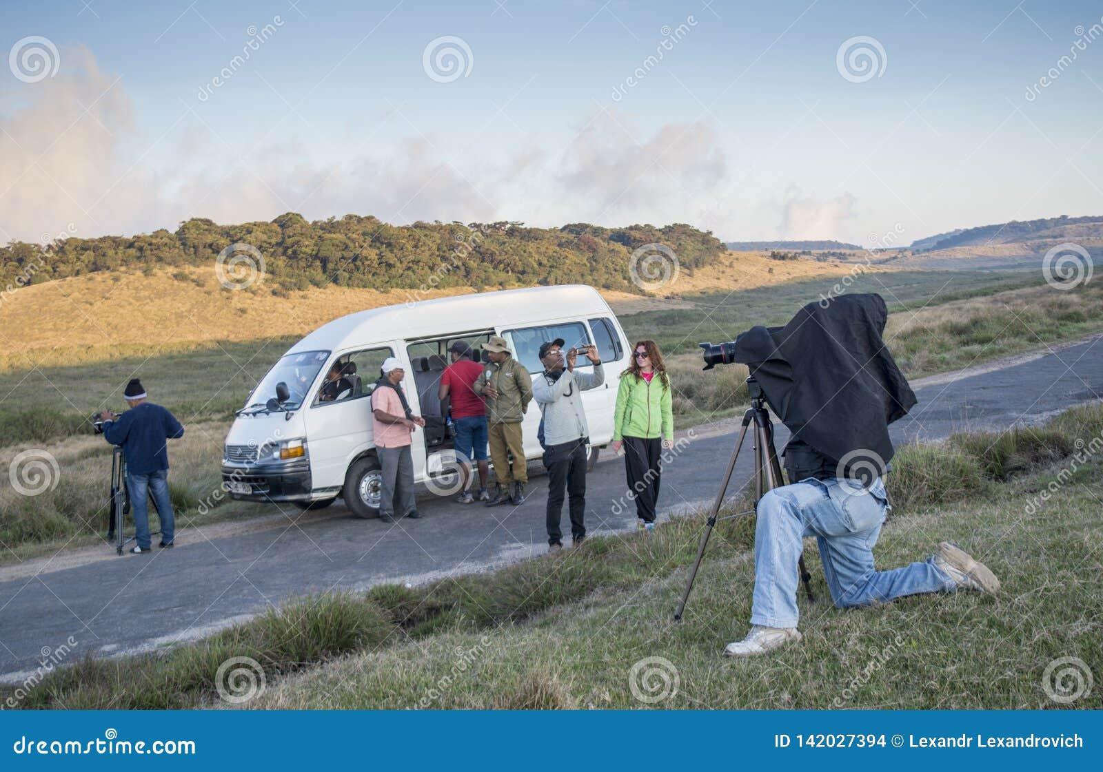 Operadores video en curso de fabricación del lanzamiento para el vídeo documental