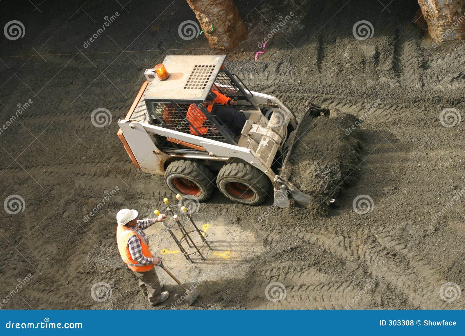 Operaio di costruzione e del gatto selvatico