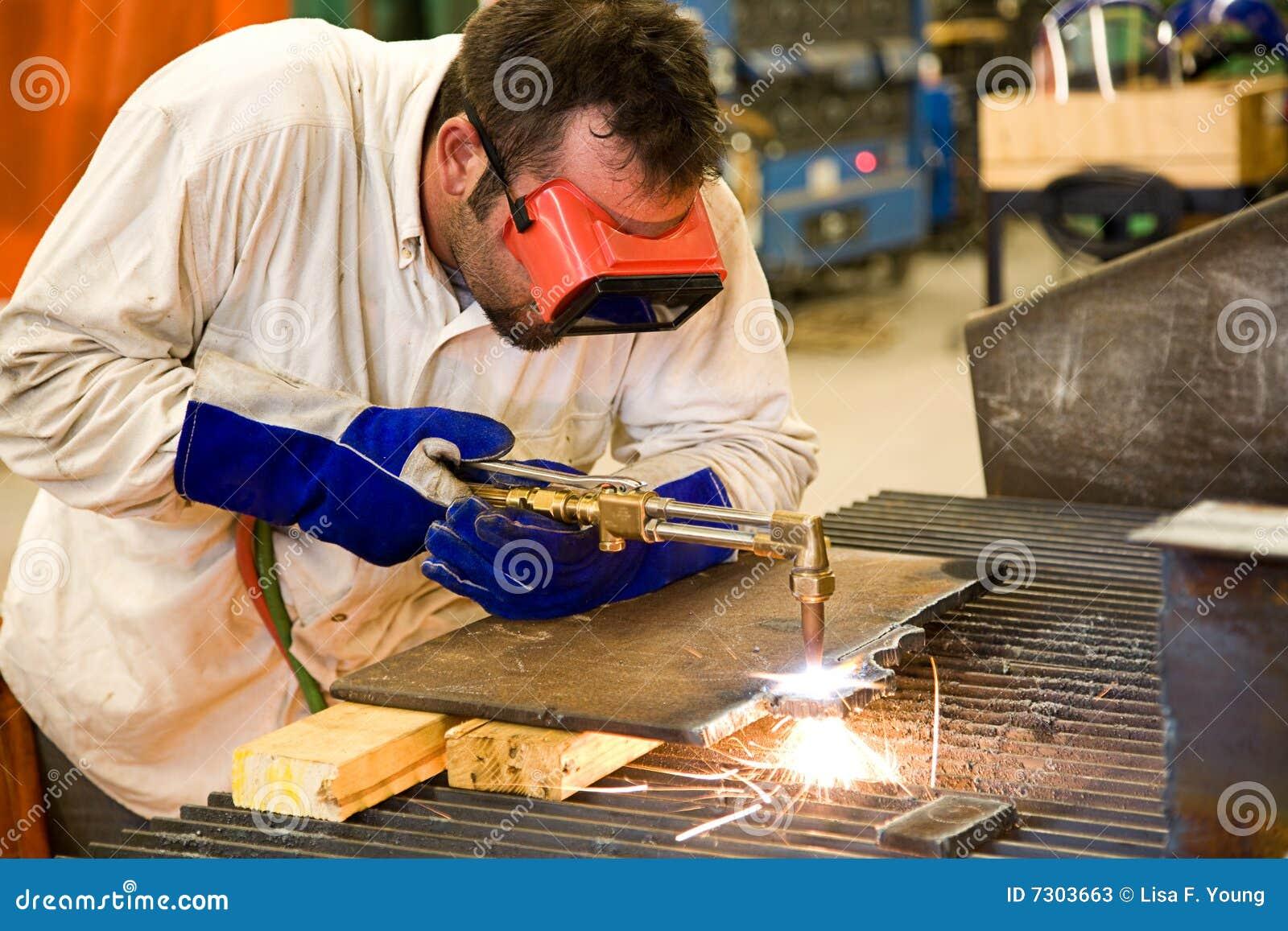 Operaio nella fabbrica del metallo