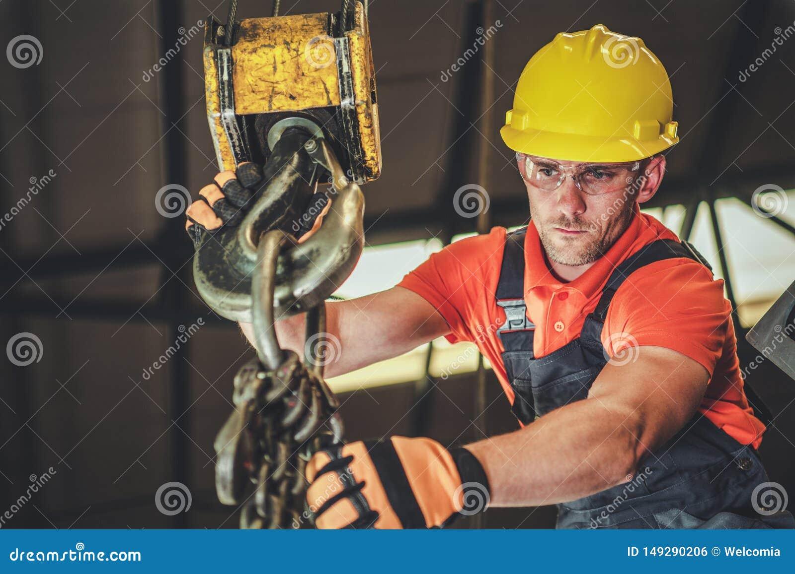 Operatore dell ascensore del magazzino