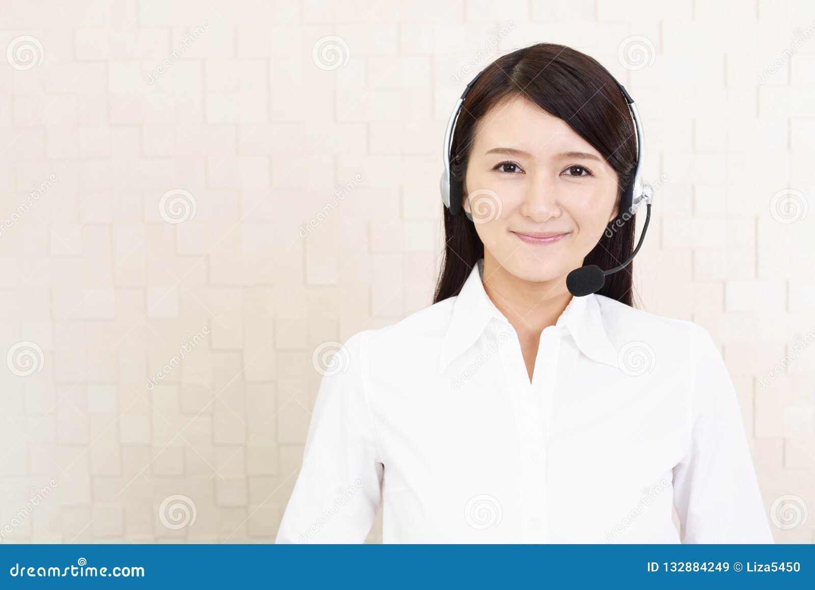 Operatore sorridente della call center