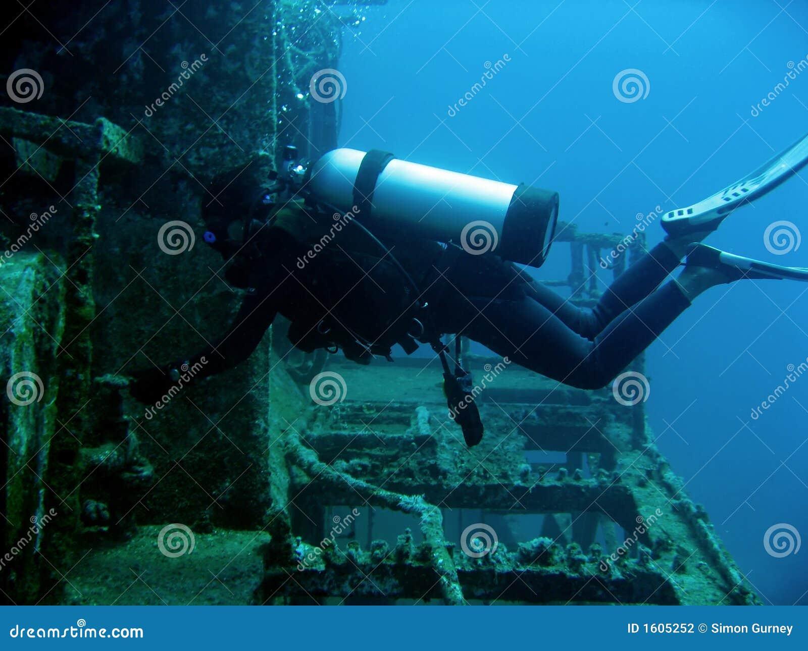 Operatore subacqueo del naufragio