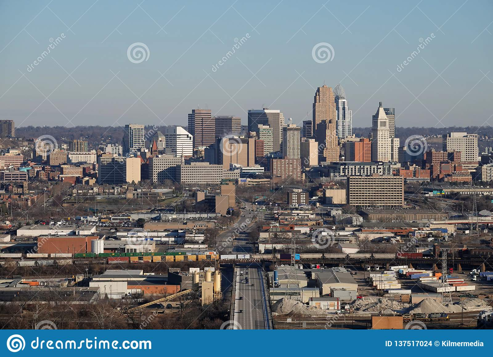 Opgeheven Dagweergeven de Horizon van van Cincinnati, Ohio, de V.S. op een de Winterdag