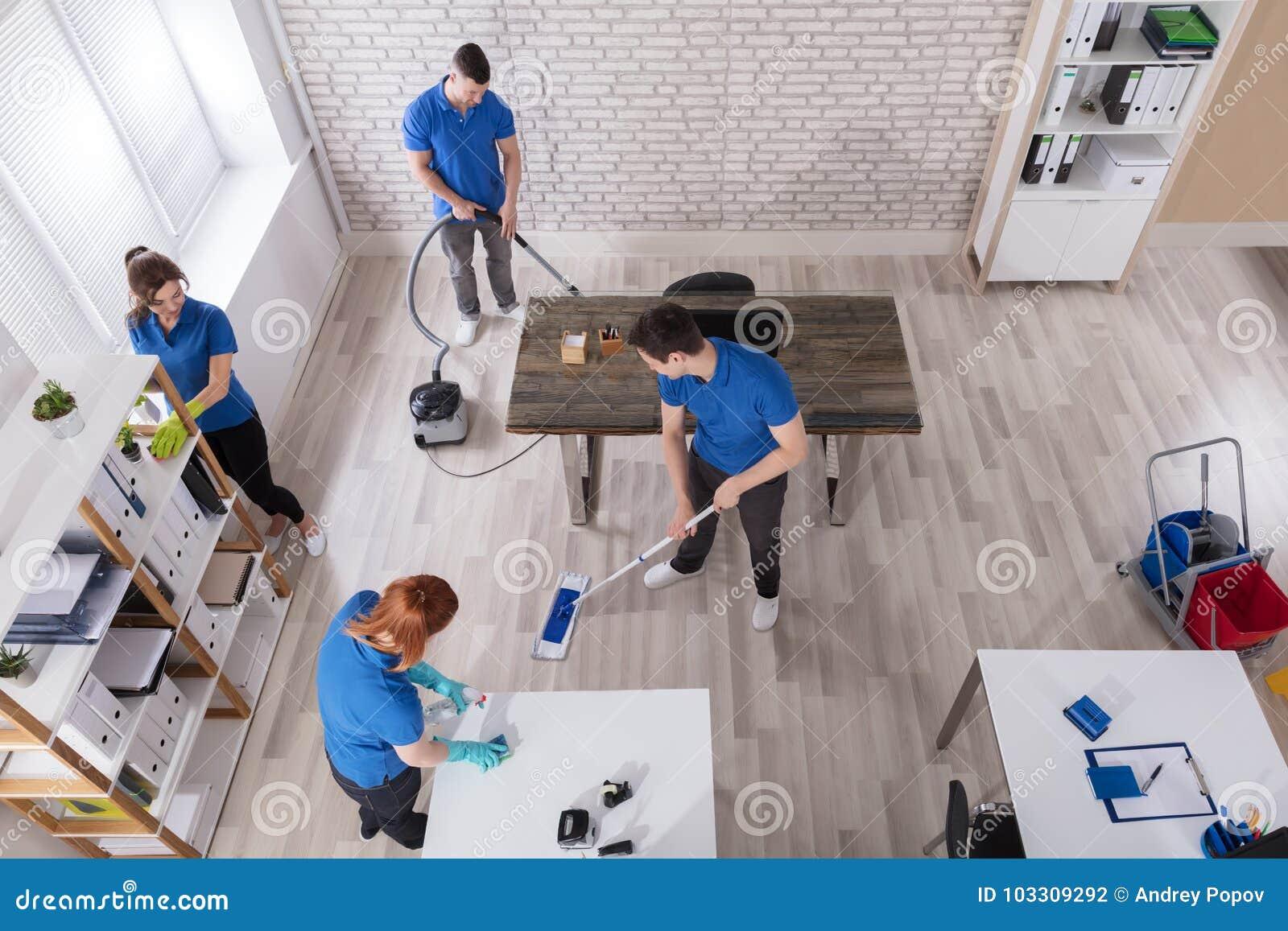 Opgeheven Mening van Portiers die het Bureau schoonmaken
