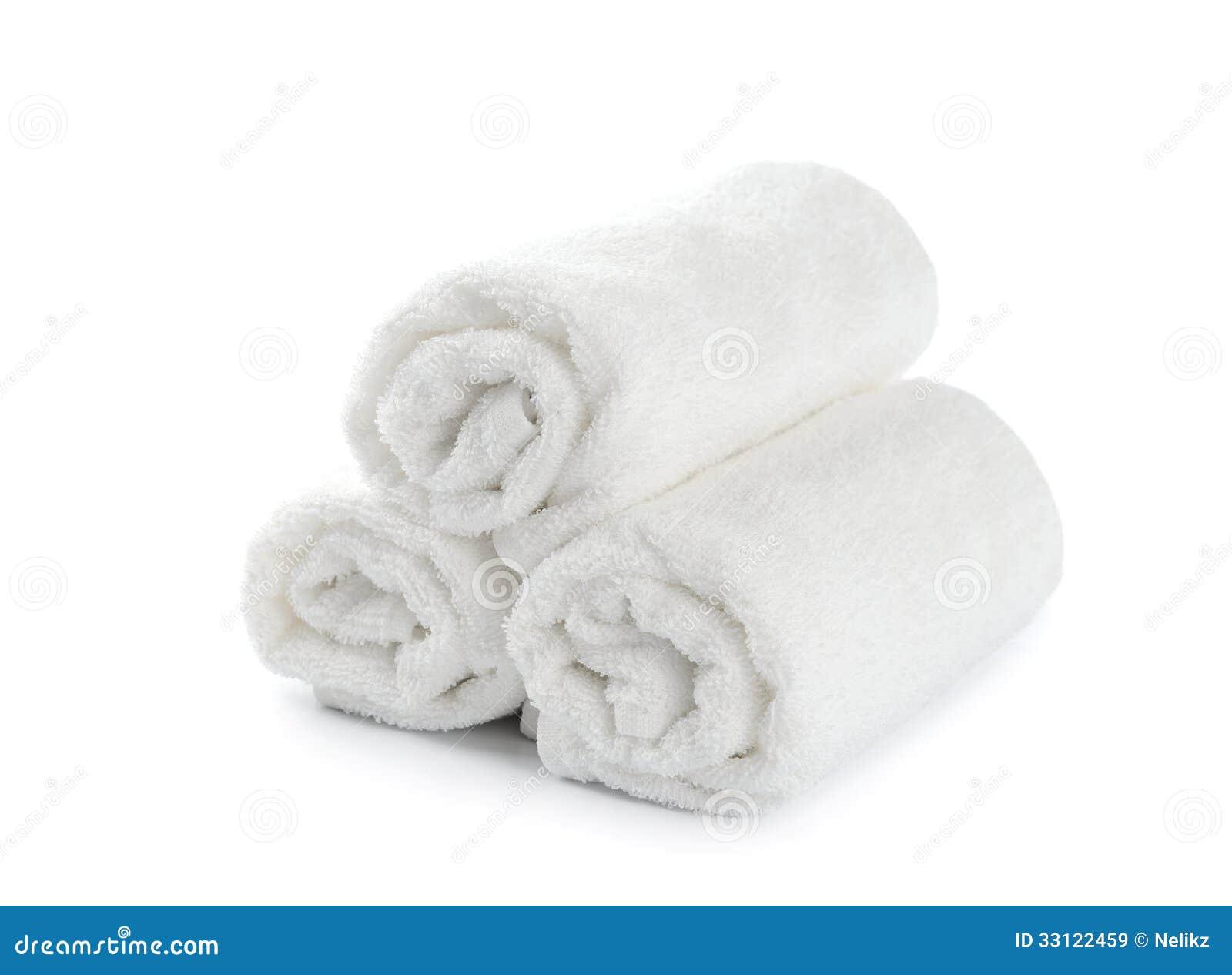 Opgerolde witte strandhanddoek