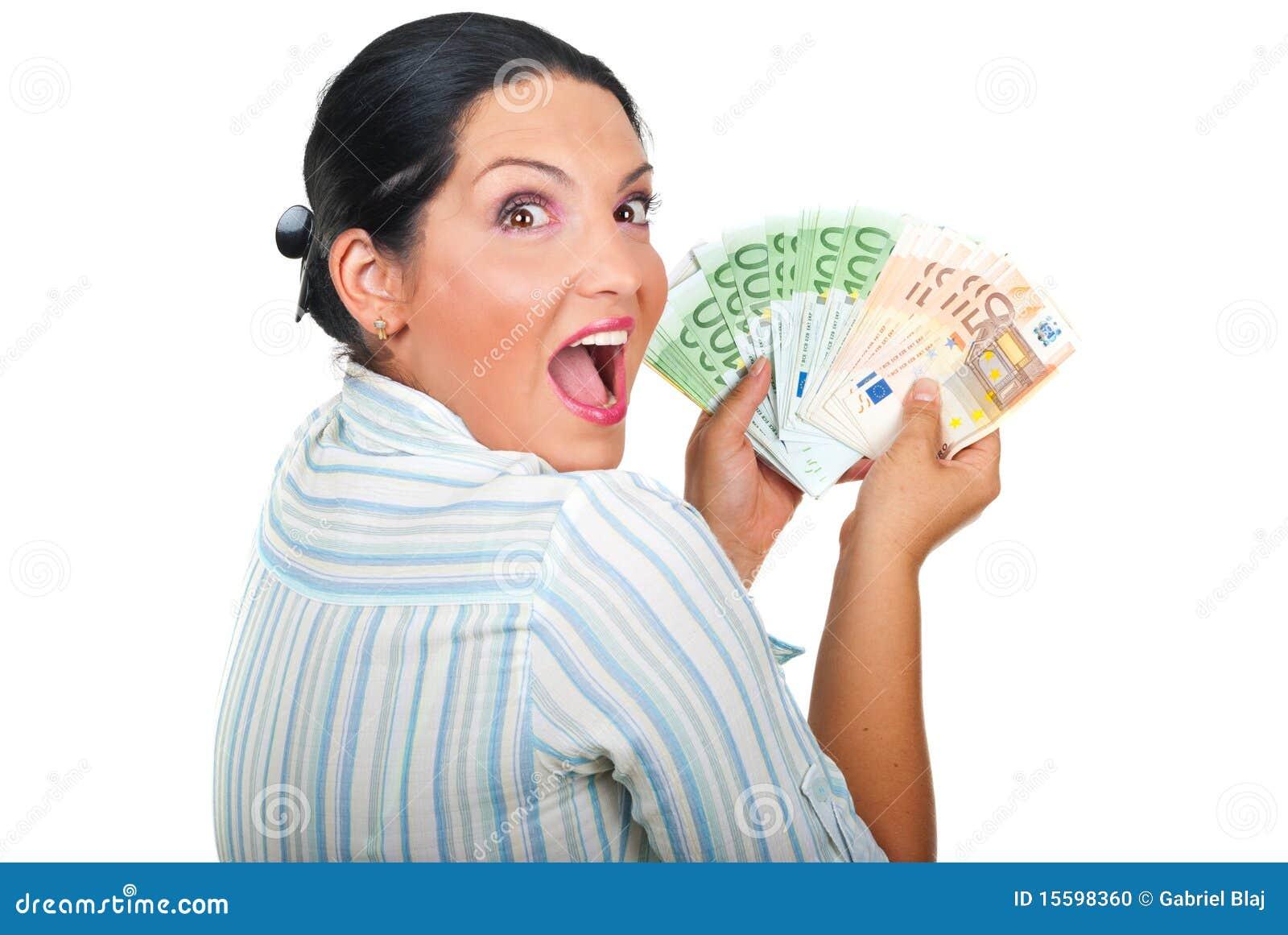 Opgewekte winnaarvrouw met geld