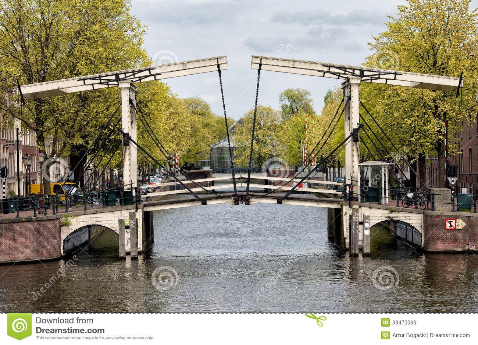 ophaalbrug in amsterdam stock foto afbeelding bestaande uit amsterdam 33470066. Black Bedroom Furniture Sets. Home Design Ideas