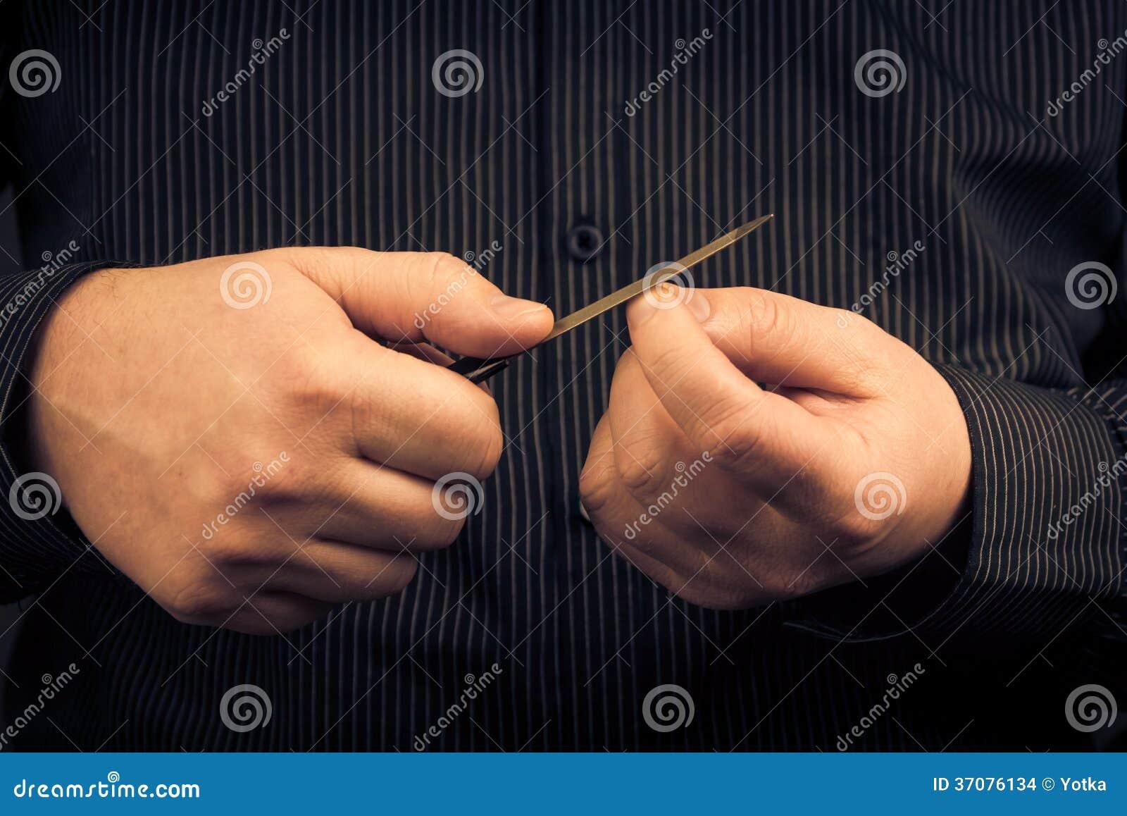 Download Opieka Wręcza Polerowniczą Paznokcia Gwoździa Kartotekę Zdjęcie Stock - Obraz złożonej z ręki, pozycja: 37076134