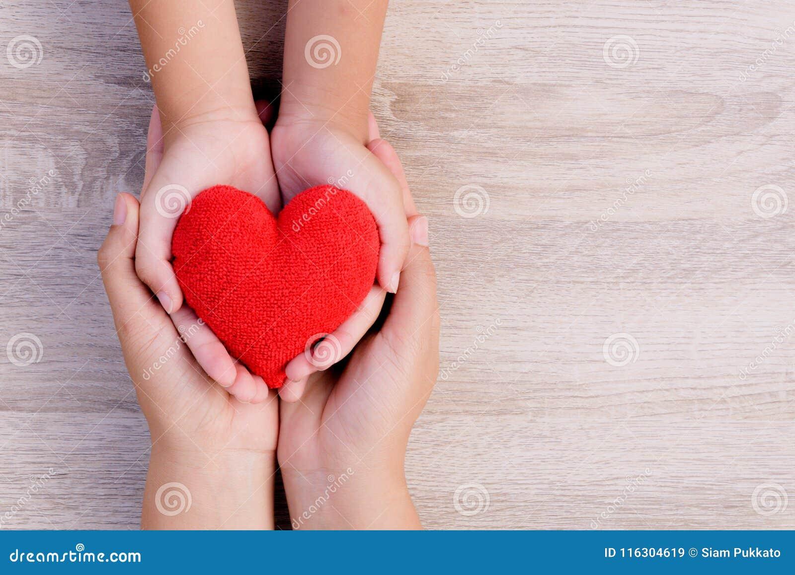 Opieka zdrowotna, miłość, organowa darowizna, rodzinny ubezpieczenie i CSR pojęcie,