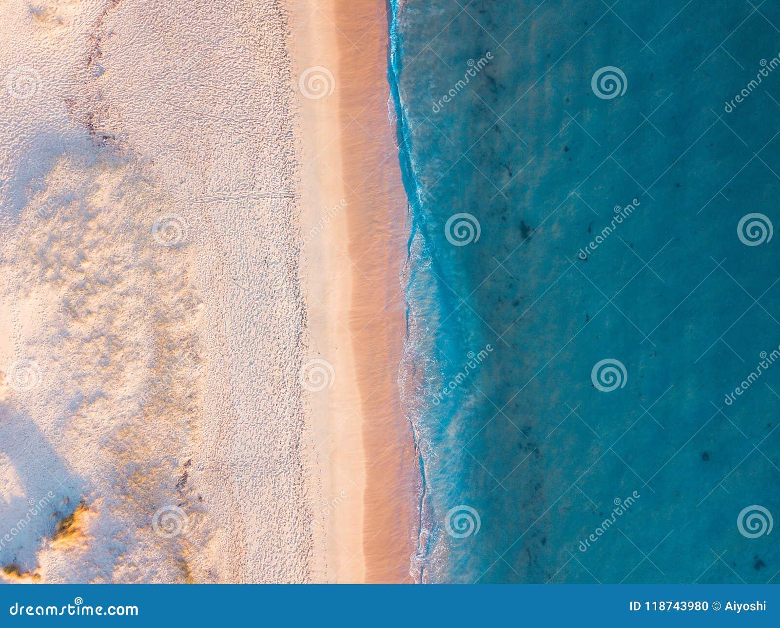 Opinião aérea da praia