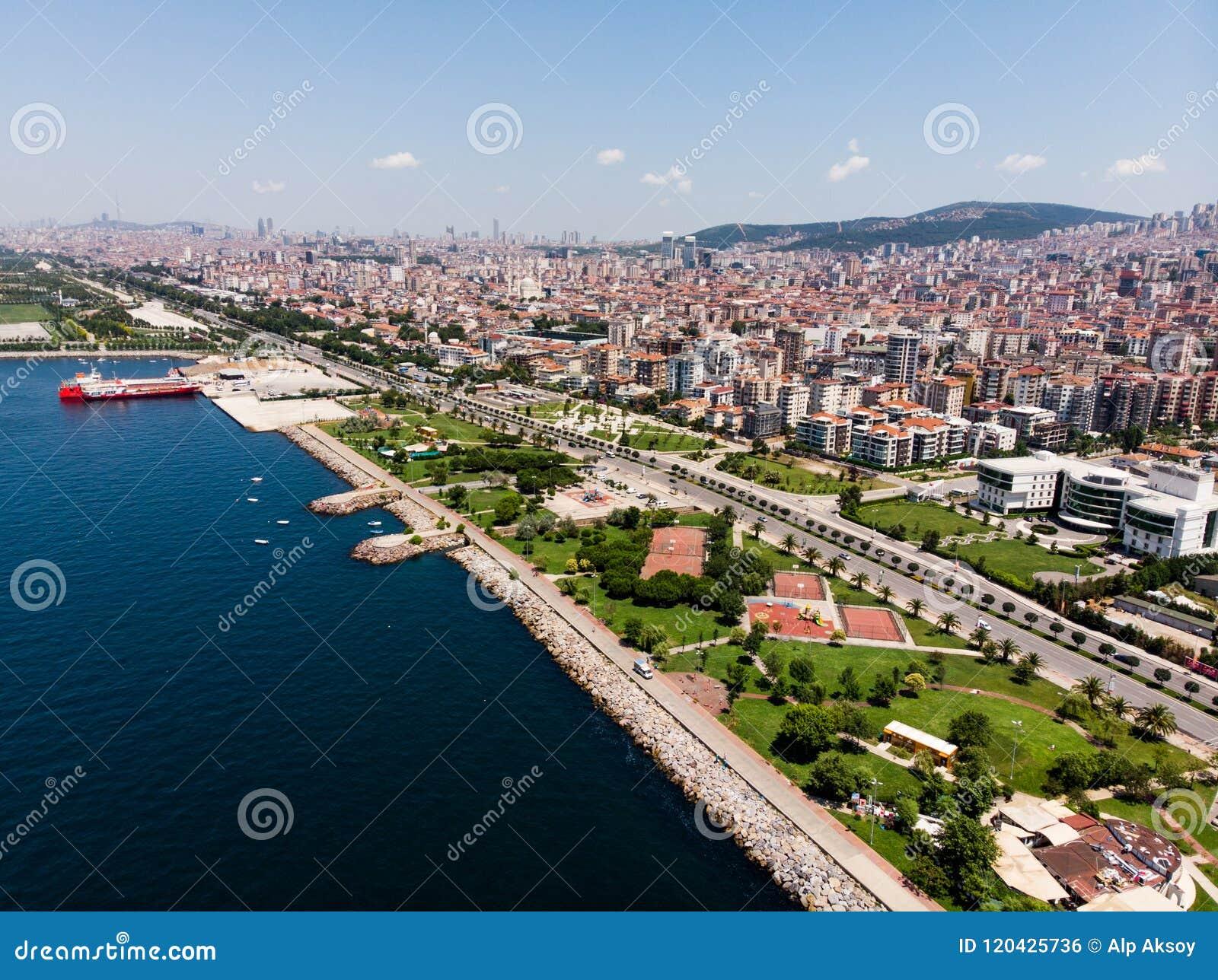 Opinião aérea do zangão Kartal Istanbul City Seaside