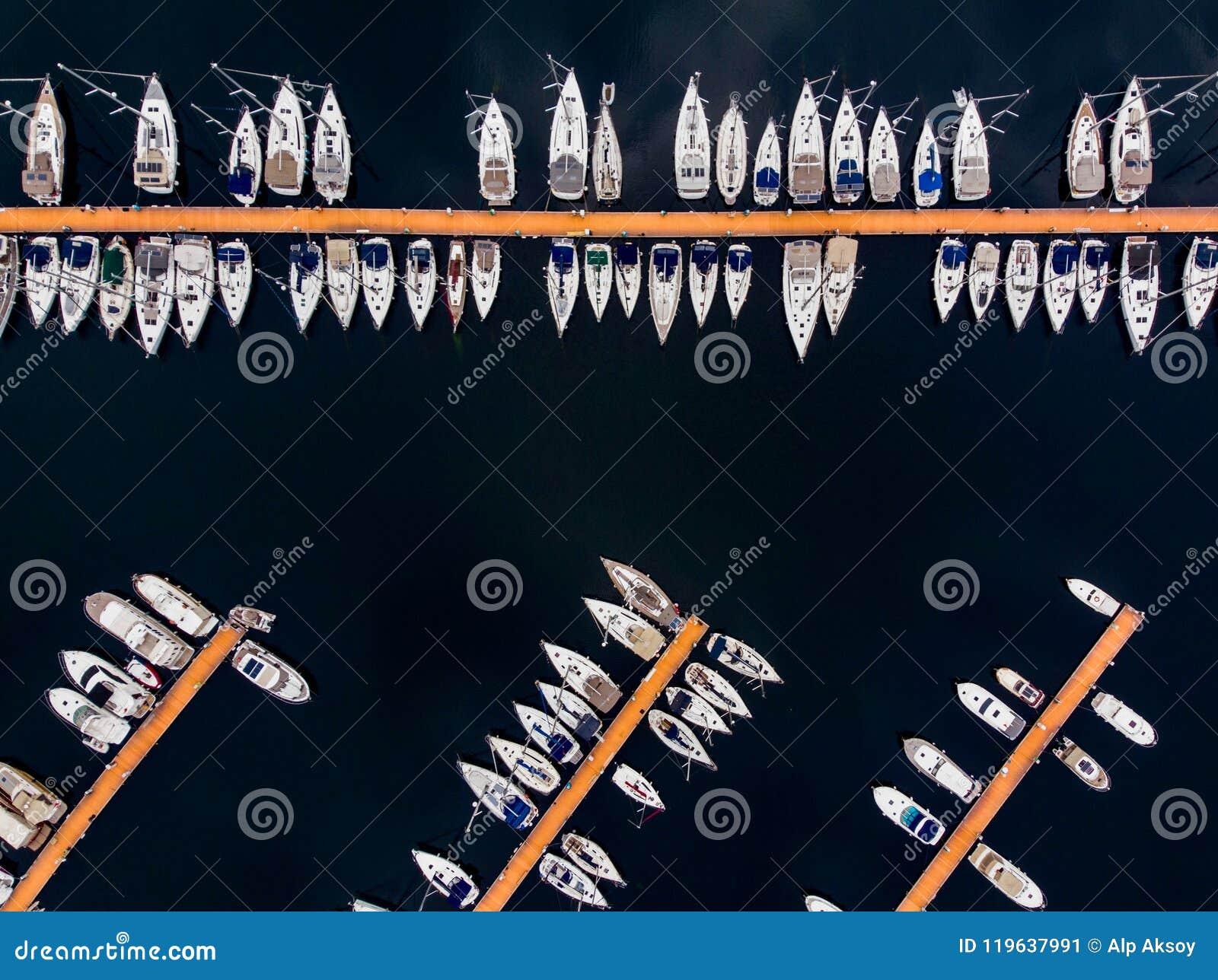 Opinião aérea do zangão Pendik Marina Istanbul Seaside